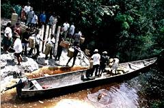 carregando a  canoa